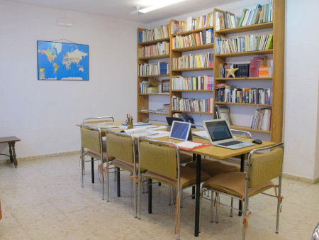 Meeting and study room for small groups